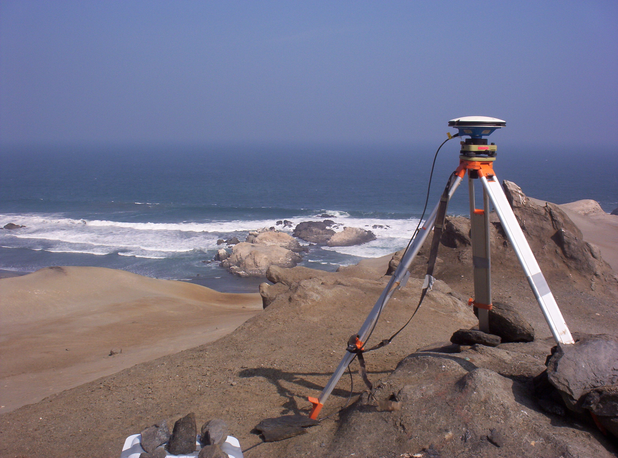 Temporary GPS station in Northern Chile